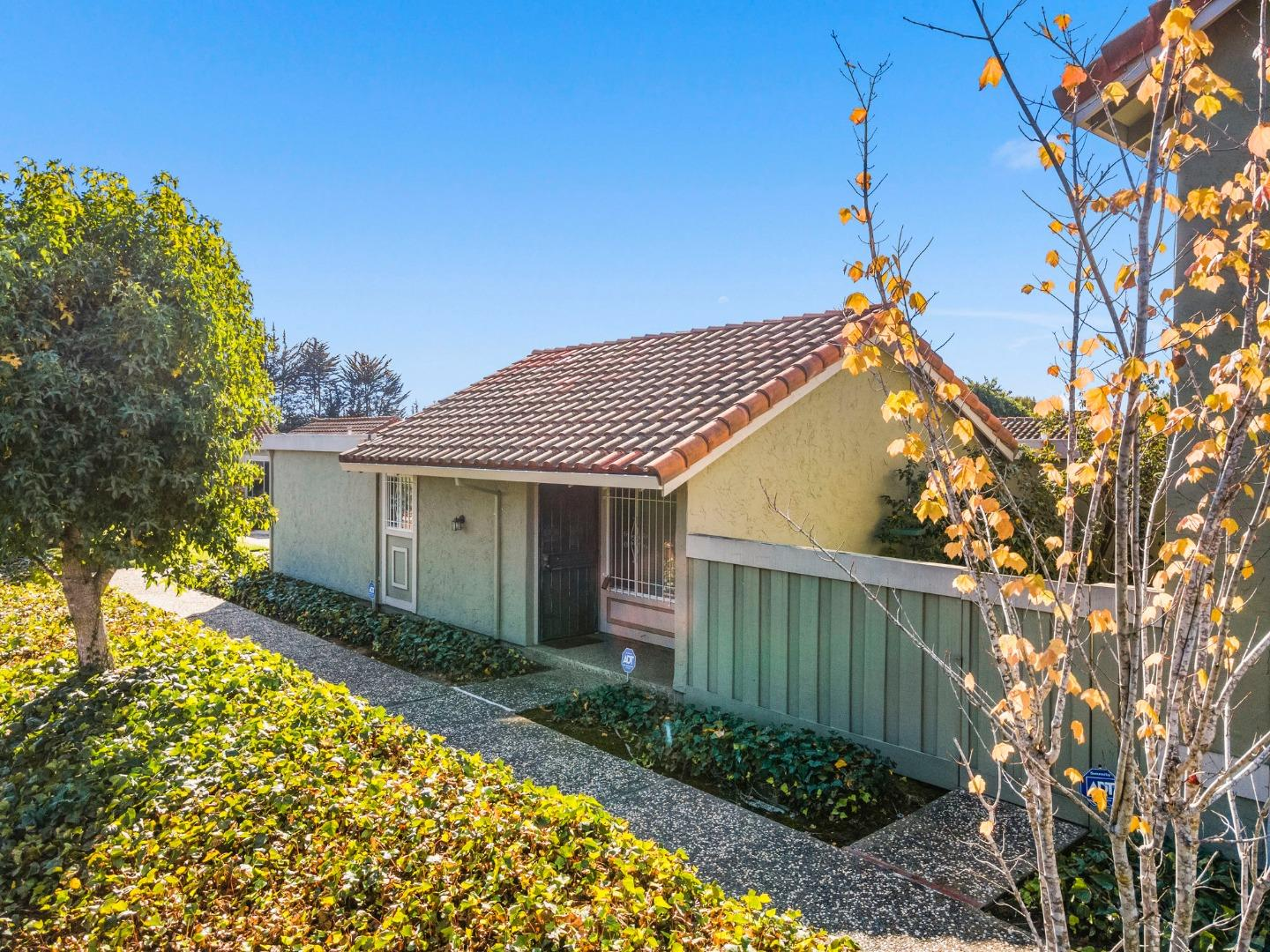 Detail Gallery Image 1 of 1 For 280 Crestview Dr, Watsonville,  CA 95076 - 2 Beds   2 Baths