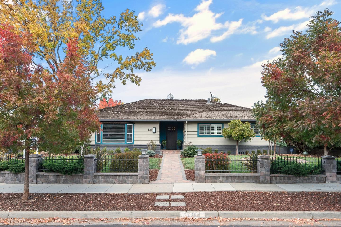 Detail Gallery Image 1 of 1 For 121 Blossom Glen Way, Los Gatos,  CA 95032 - 4 Beds | 2/1 Baths