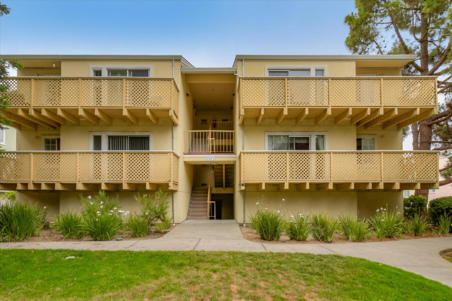 Detail Gallery Image 1 of 1 For 1023 San Luis Cir #620,  Daly City,  CA 94014 - 2 Beds | 1/1 Baths