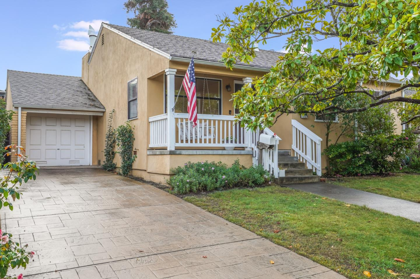 Detail Gallery Image 1 of 1 For 1129 Clovelly Ln, Burlingame,  CA 94010 - 3 Beds | 2 Baths