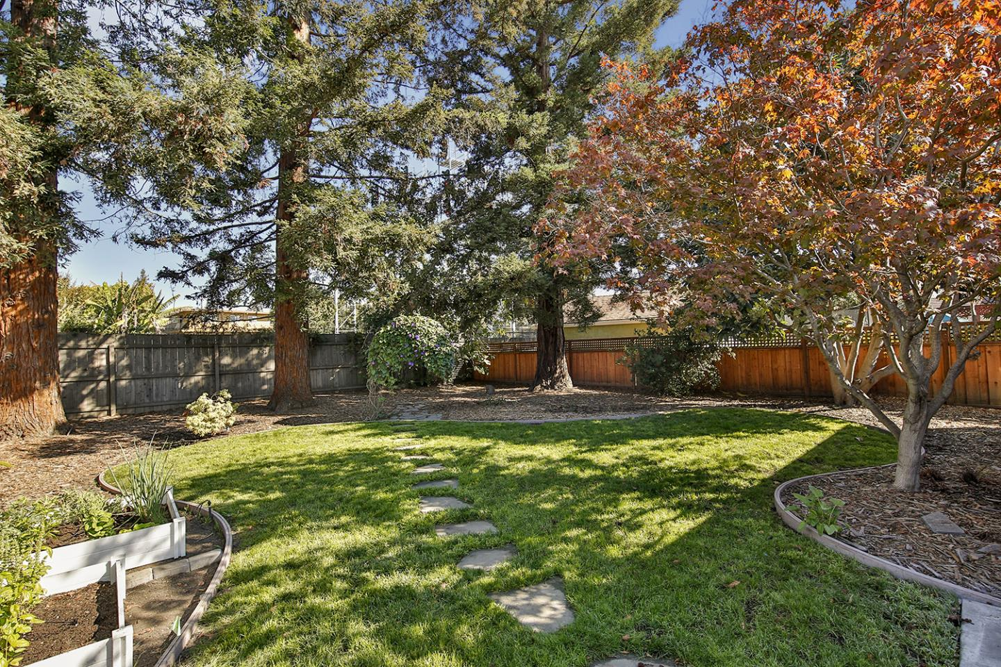Detail Gallery Image 1 of 1 For 3091 Glendale Ave, Redwood City,  CA 94063 - 2 Beds | 1 Baths