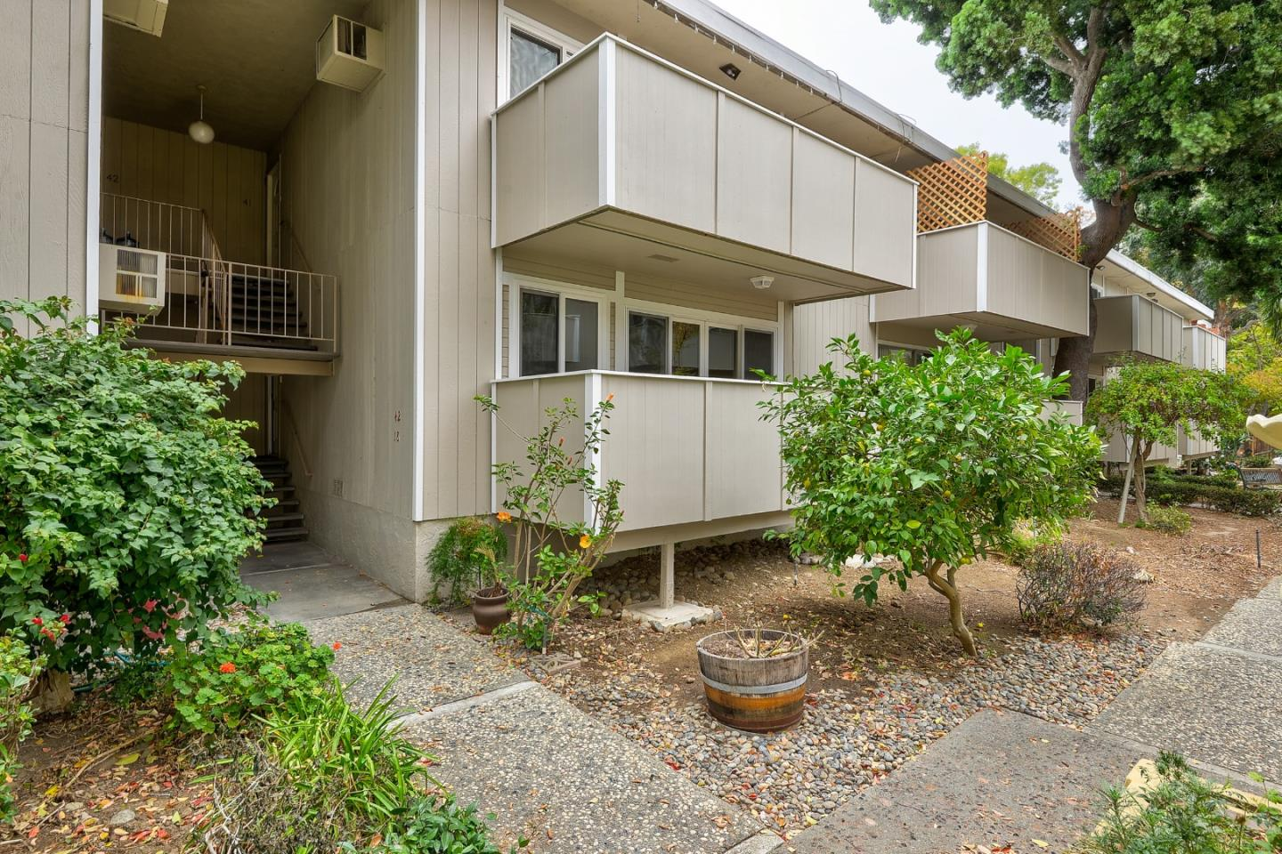 Detail Gallery Image 1 of 28 For 1898 Meridian Ave #17,  San Jose,  CA 95125 - 2 Beds | 2 Baths