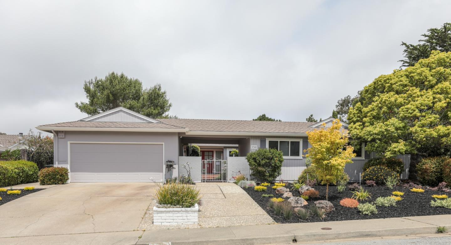 Detail Gallery Image 1 of 1 For 2748 Comstock Cir, Belmont,  CA 94002 - 4 Beds | 2/1 Baths