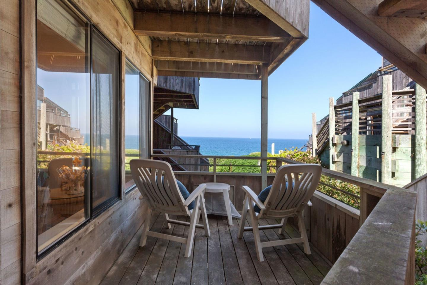 Detail Gallery Image 1 of 32 For 1 Surf Way #108,  Monterey,  CA 93940 - 1 Beds | 1 Baths