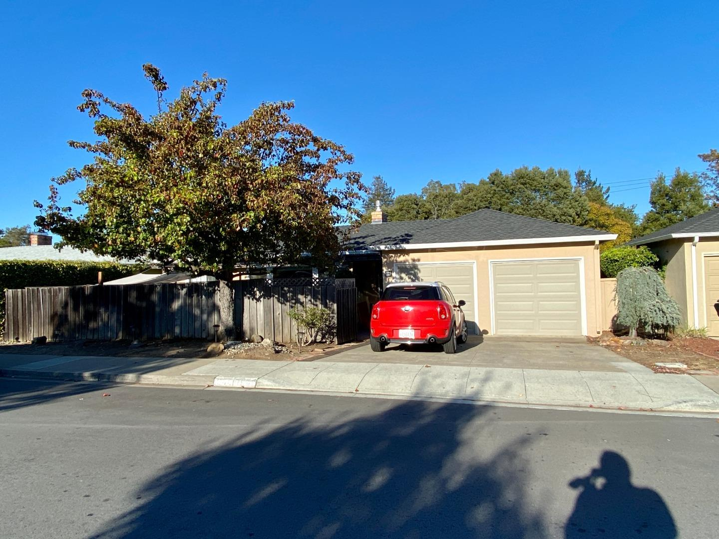 Fantastic rear unit of a duplex in Burlingame available for immediate occupancy! This wonderful unit features an updated kitchen & bathoom, hardwood flooring throughout, 2 bedrooms, 1 full bathroom, wood burning fireplace, washer & dryer in laundry area located off the kitchen, private back yard & patio area, and more!