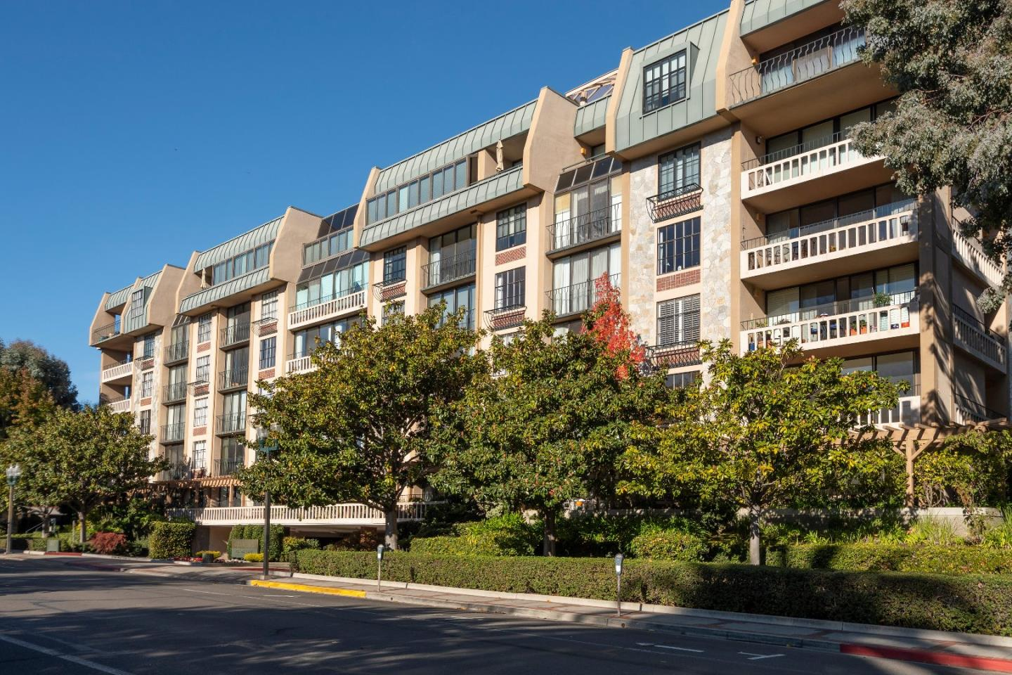 Detail Gallery Image 1 of 27 For 555 Laurel Ave #428,  San Mateo,  CA 94401 - 2 Beds | 2 Baths