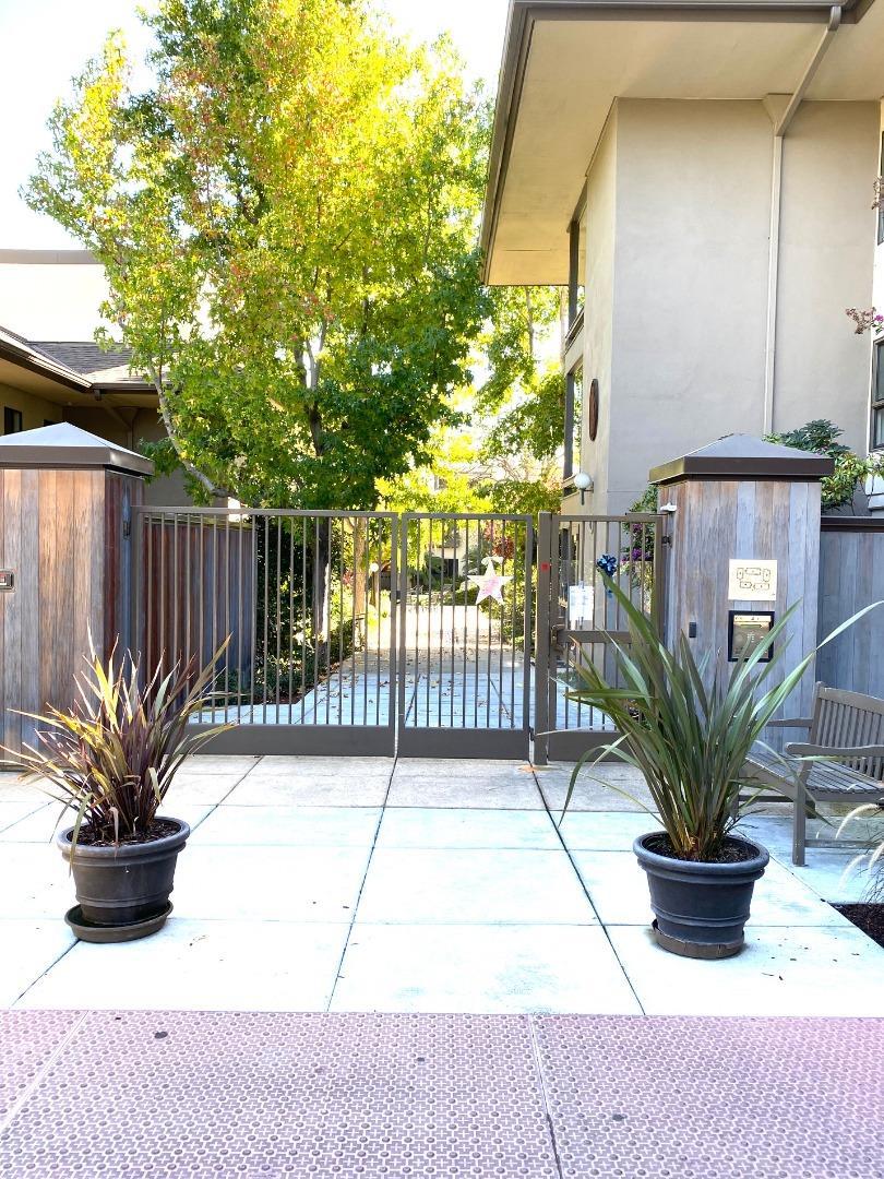 Detail Gallery Image 1 of 35 For 2140 Santa Cruz Ave #D105,  Menlo Park,  CA 94025 - 2 Beds | 2 Baths