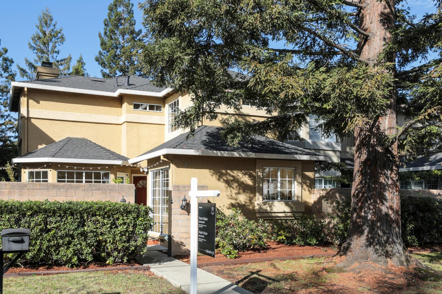 Detail Gallery Image 1 of 1 For 1360 Redwood Ave, Redwood City,  CA 94061 - 3 Beds | 2/1 Baths