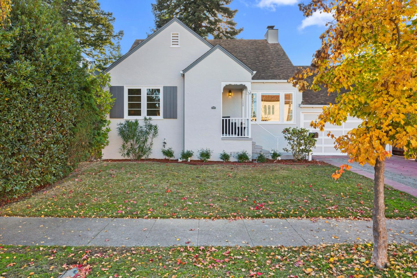Detail Gallery Image 1 of 1 For 1349 Cabrillo Ave, Burlingame,  CA 94010 - 3 Beds | 1/1 Baths