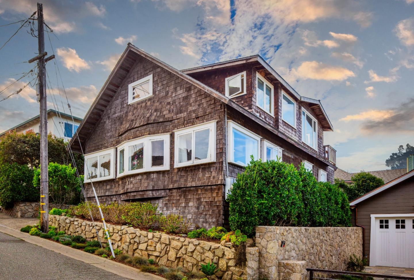 Detail Gallery Image 1 of 1 For 112 2nd St, Pacific Grove,  CA 93950 - 3 Beds   2 Baths