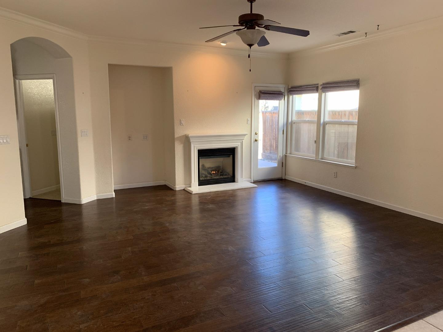 Detail Gallery Image 1 of 1 For 805 Via Rosa, Los Banos,  CA 93635 - 2 Beds | 2 Baths