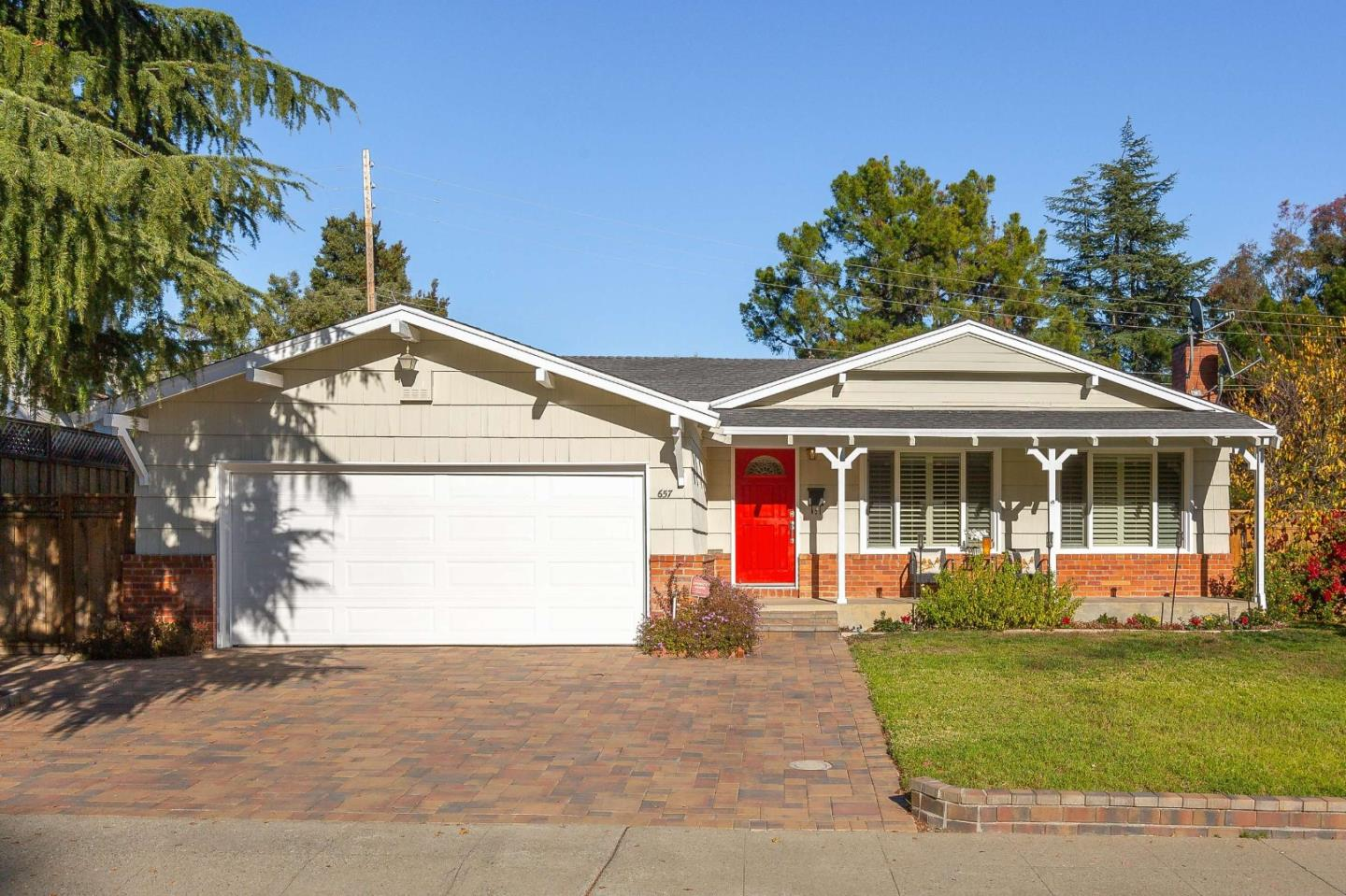 Detail Gallery Image 1 of 1 For 657 Emerald Hill Rd, Redwood City,  CA 94061 - 4 Beds   2/1 Baths
