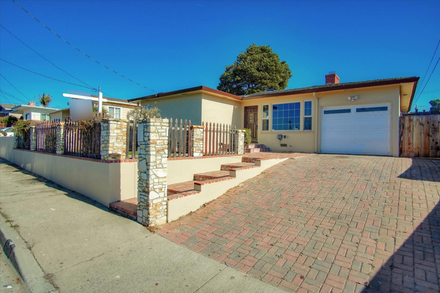 Photo of 1260 Waring ST, SEASIDE, CA 93955