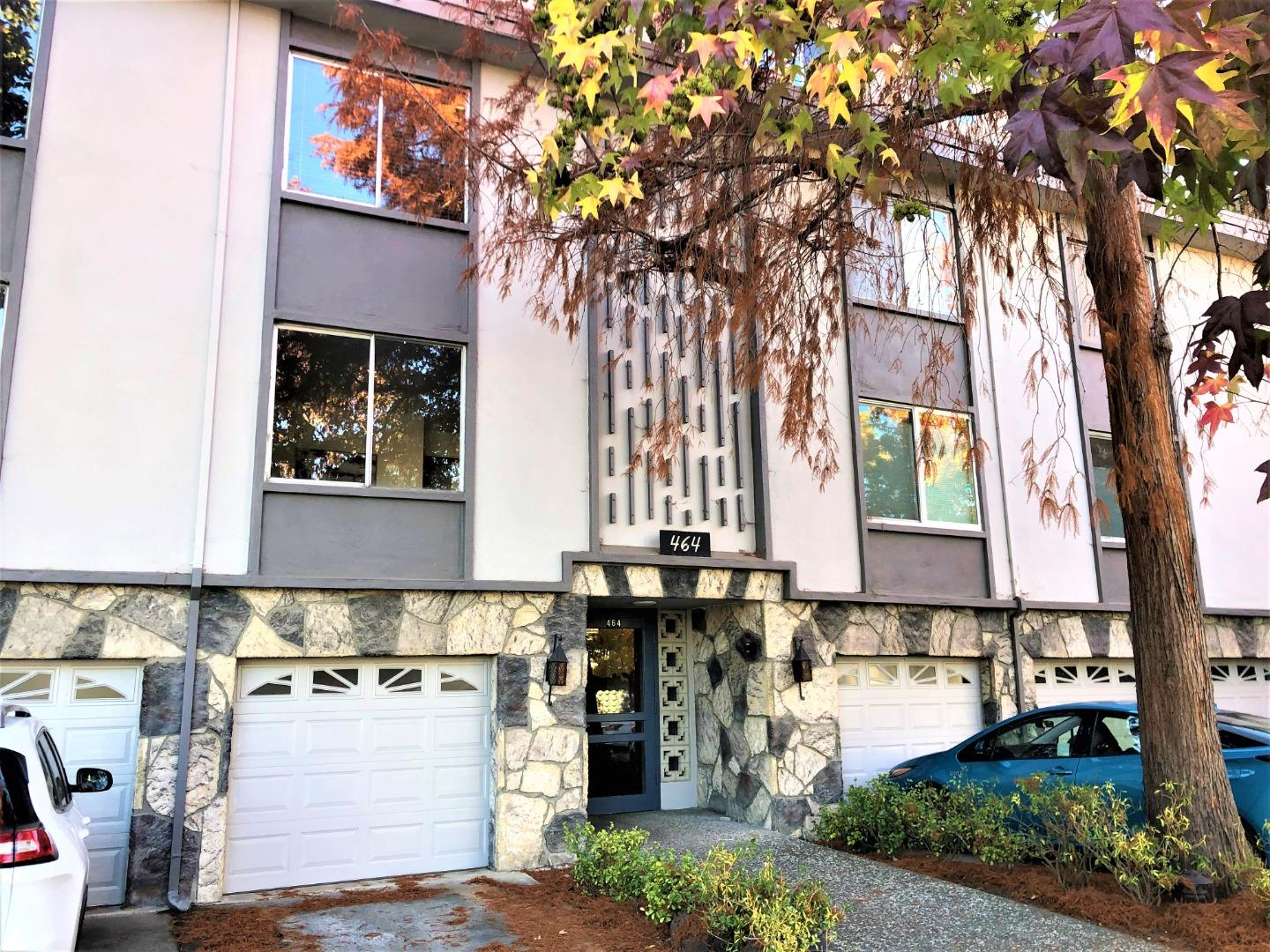 Detail Gallery Image 1 of 1 For 464 Clinton St #207,  Redwood City,  CA 94062 - 1 Beds | 1 Baths
