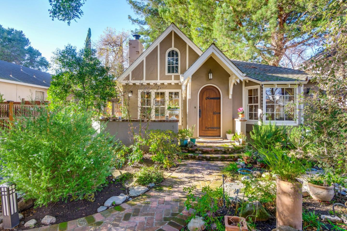Detail Gallery Image 1 of 33 For 540 Irven Ct, Palo Alto,  CA 94306 - 5 Beds | 2 Baths