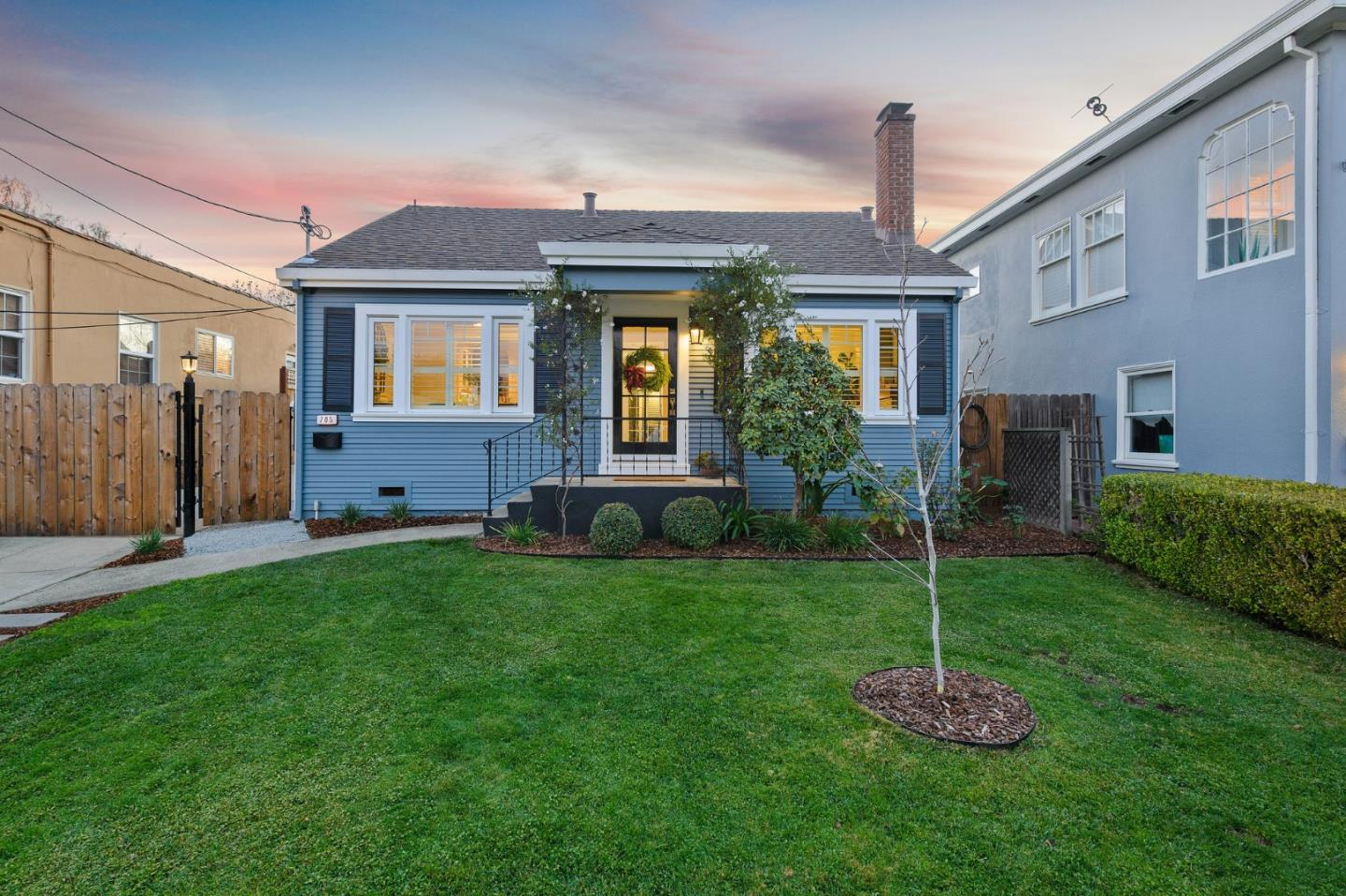 Detail Gallery Image 1 of 1 For 705 Farringdon Ln, Burlingame,  CA 94010 - 3 Beds | 2/1 Baths