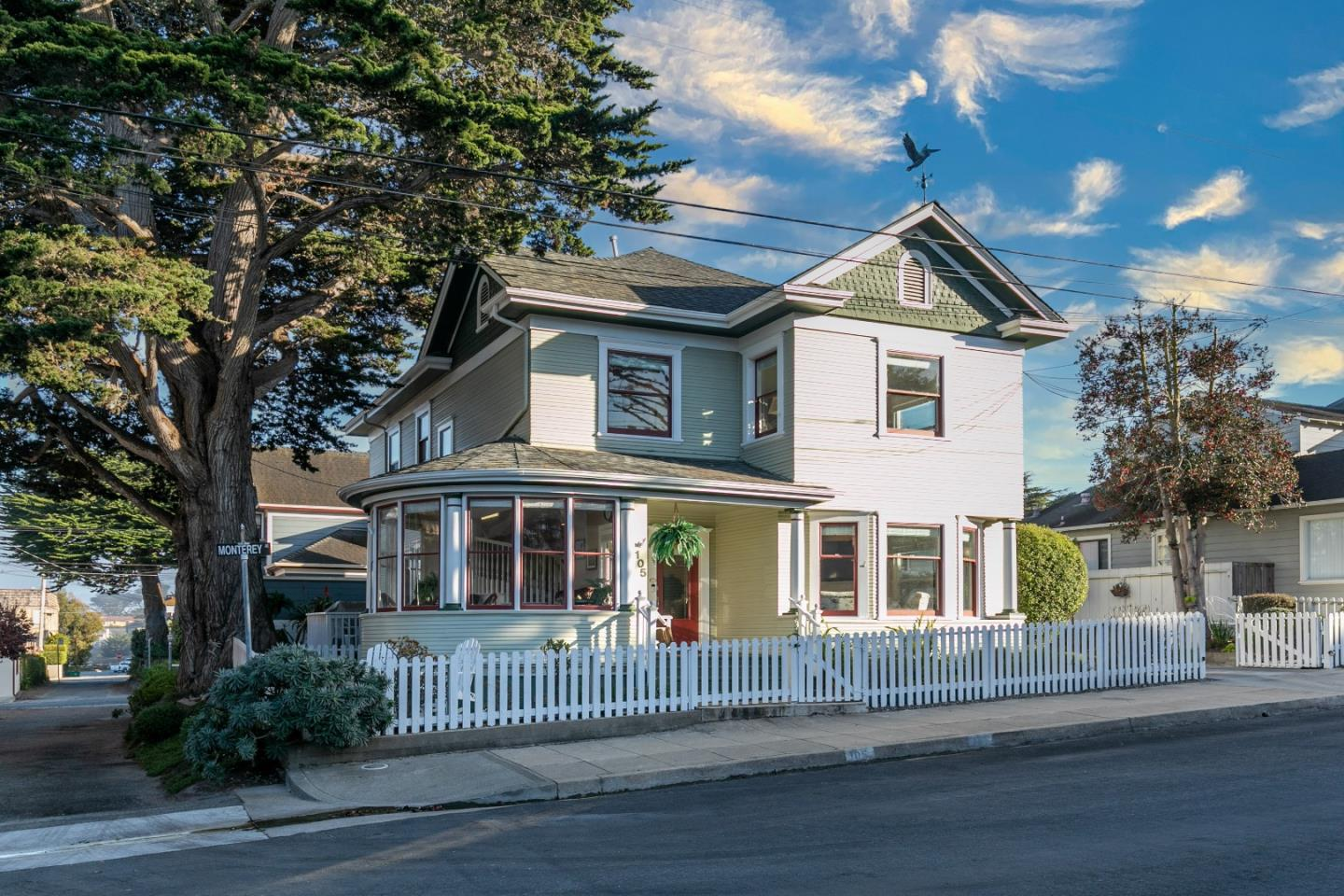 Detail Gallery Image 1 of 1 For 105 Monterey Ave, Pacific Grove,  CA 93950 - 4 Beds | 2 Baths