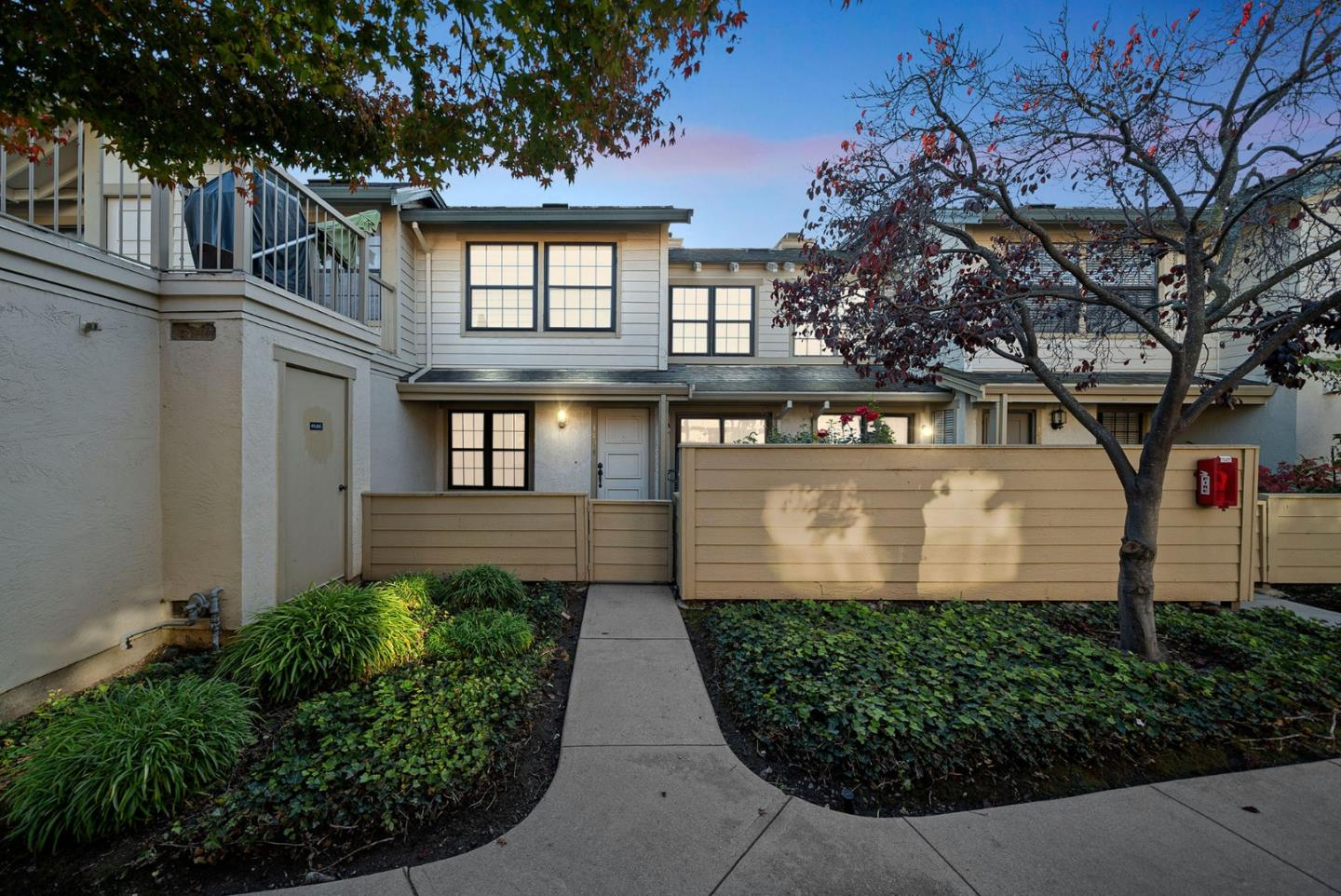 Detail Gallery Image 1 of 1 For 1704 Vista Del Sol, San Mateo,  CA 94404 - 2 Beds | 2/1 Baths