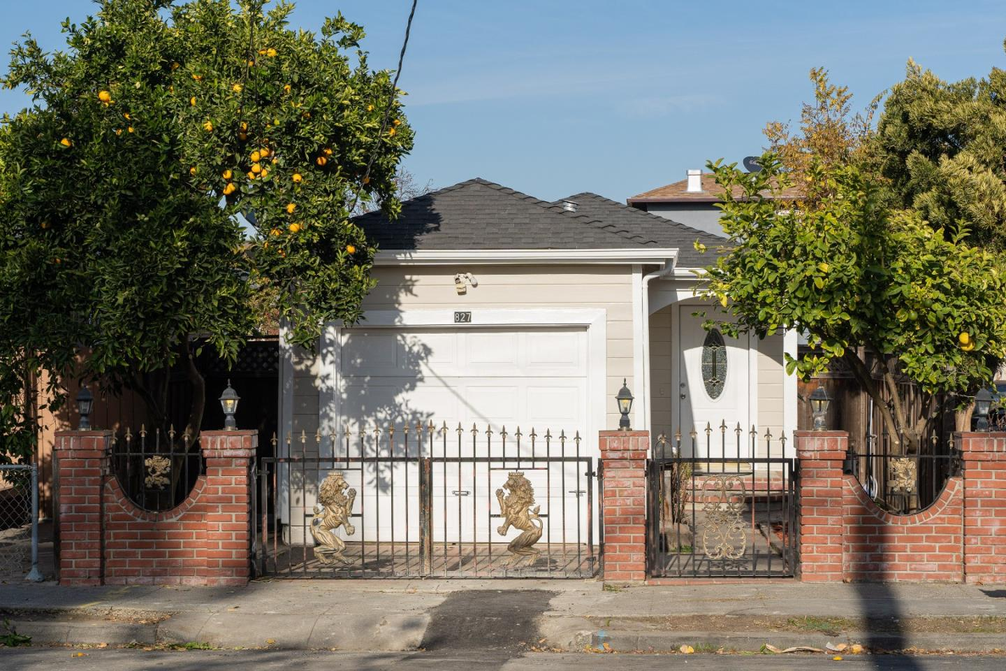 Detail Gallery Image 1 of 1 For 827 Stambaugh St, Redwood City,  CA 94063 - 2 Beds   1/1 Baths