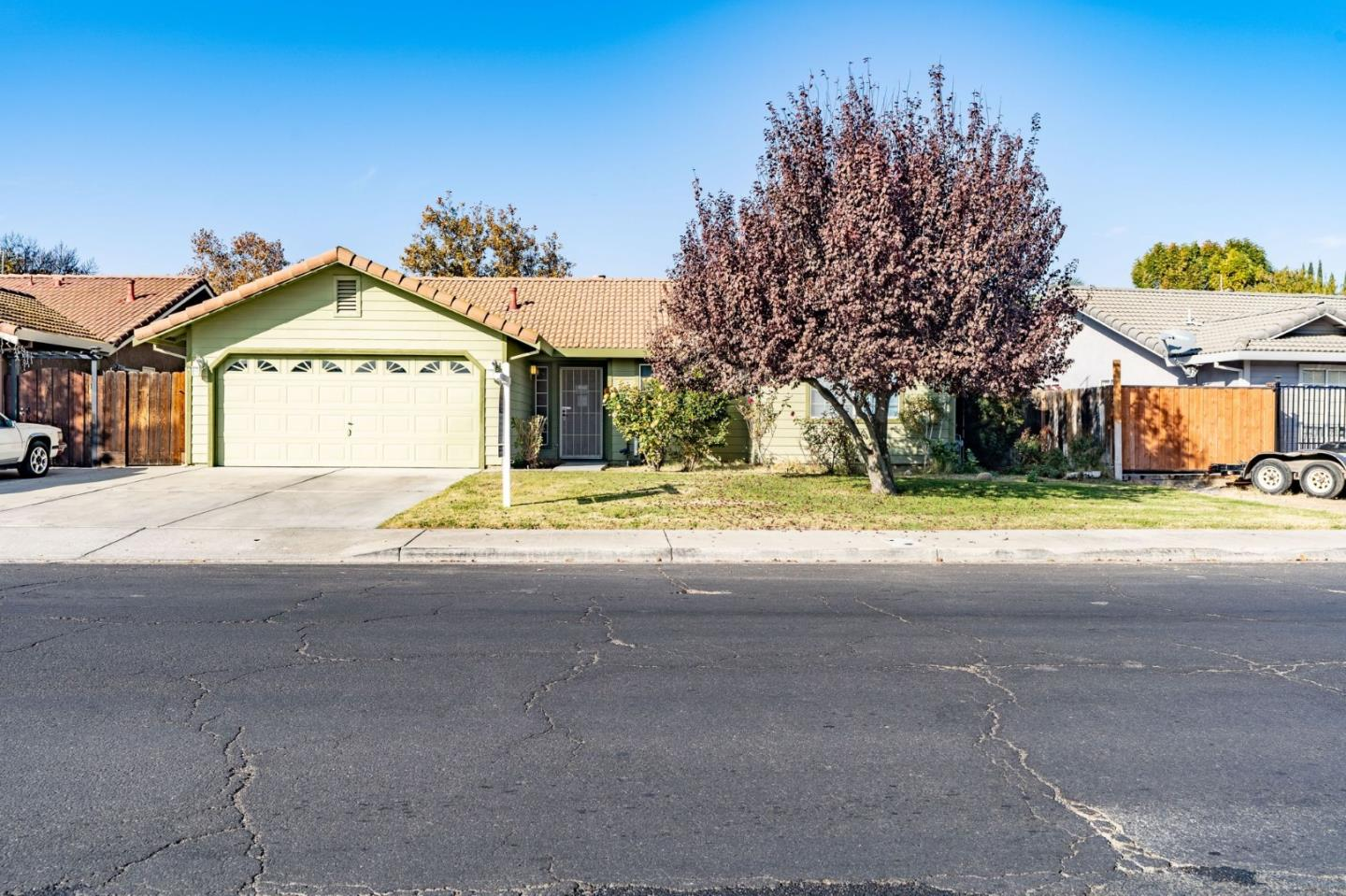 Detail Gallery Image 1 of 1 For 121 2nd St, Los Banos,  CA 93635 - 3 Beds   2 Baths