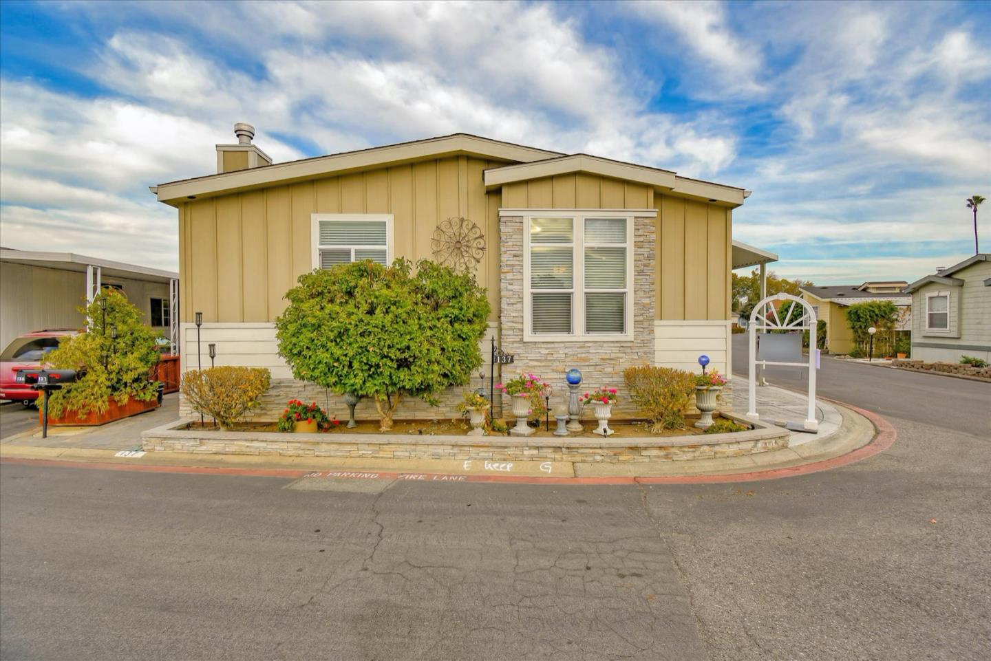 Detail Gallery Image 1 of 1 For 1085 Tasman Dr #137,  Sunnyvale,  CA 94089 - 3 Beds | 2 Baths