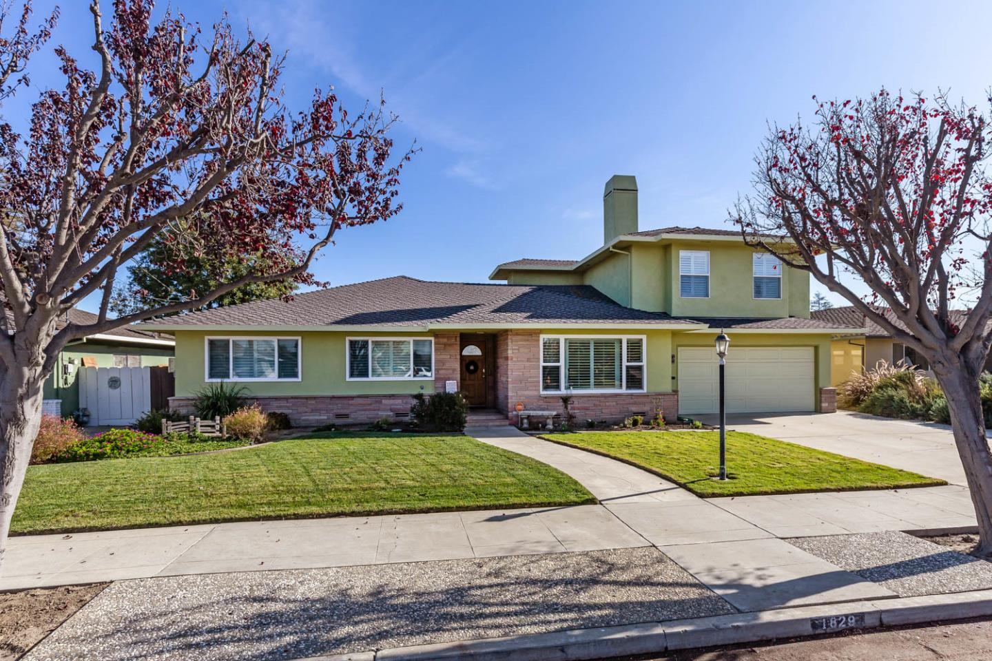 Detail Gallery Image 1 of 26 For 1829 Prune St, Hollister,  CA 95023 - 4 Beds   3 Baths