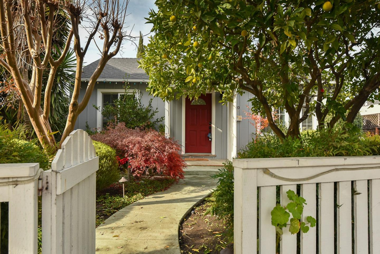 Detail Gallery Image 1 of 1 For 1820 Redwood Ave, Redwood City,  CA 94061 - 2 Beds | 1 Baths