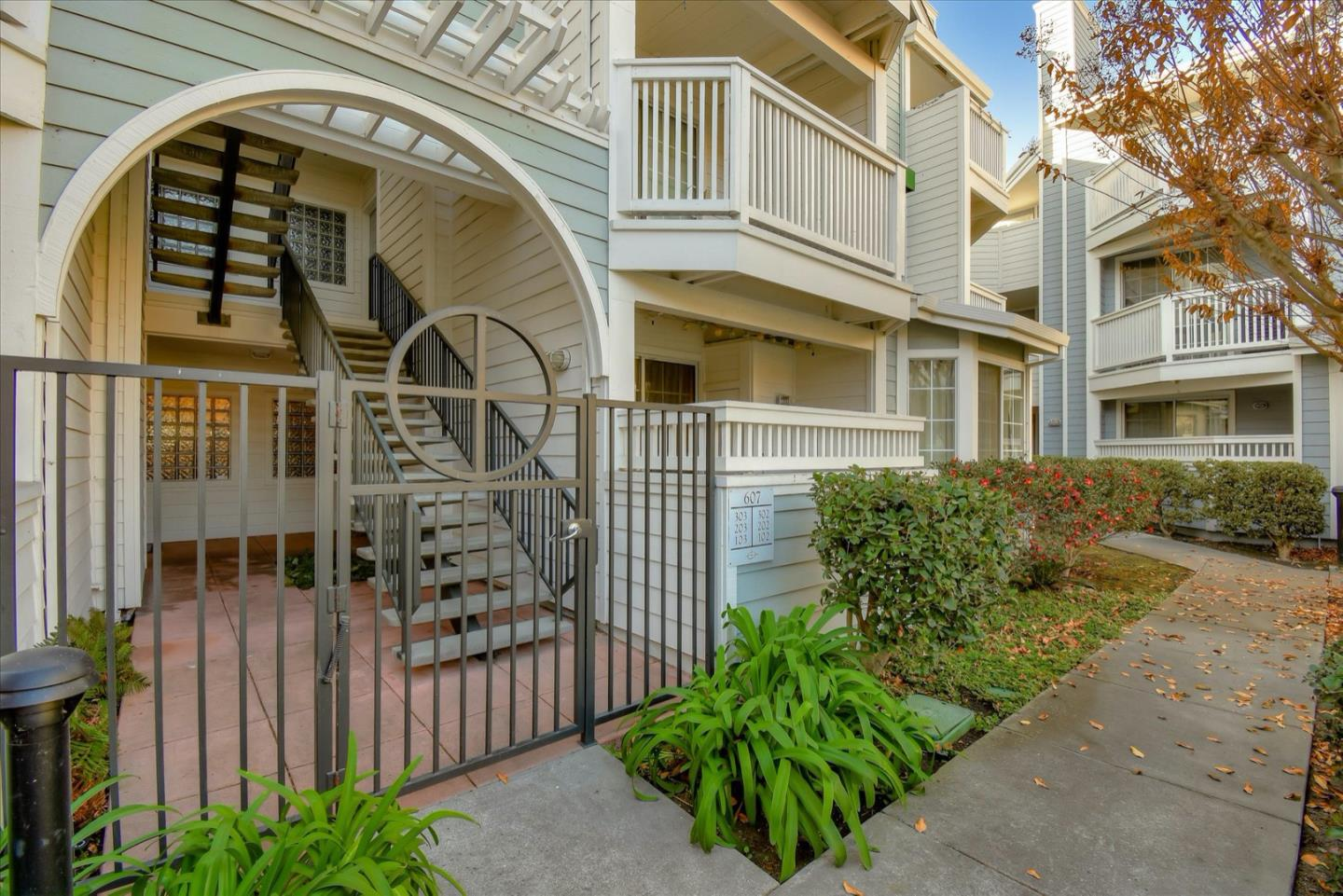 Detail Gallery Image 1 of 1 For 607 Arcadia Ter #302,  Sunnyvale,  CA 94085 - 2 Beds | 2 Baths