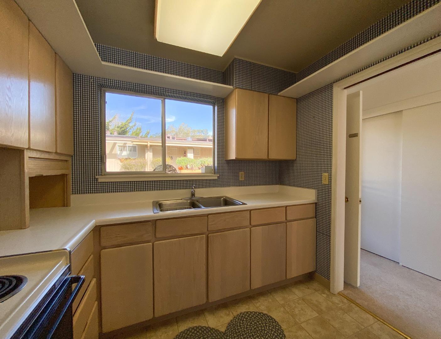 Detail Gallery Image 1 of 21 For 102 Hacienda Carmel, Carmel,  CA 93923 - 2 Beds | 2 Baths