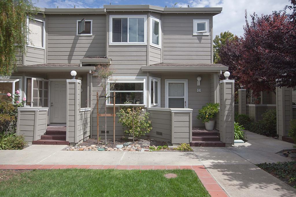 Detail Gallery Image 1 of 21 For 2071 Plymouth St #H,  Mountain View,  CA 94043 - 2 Beds | 2/1 Baths