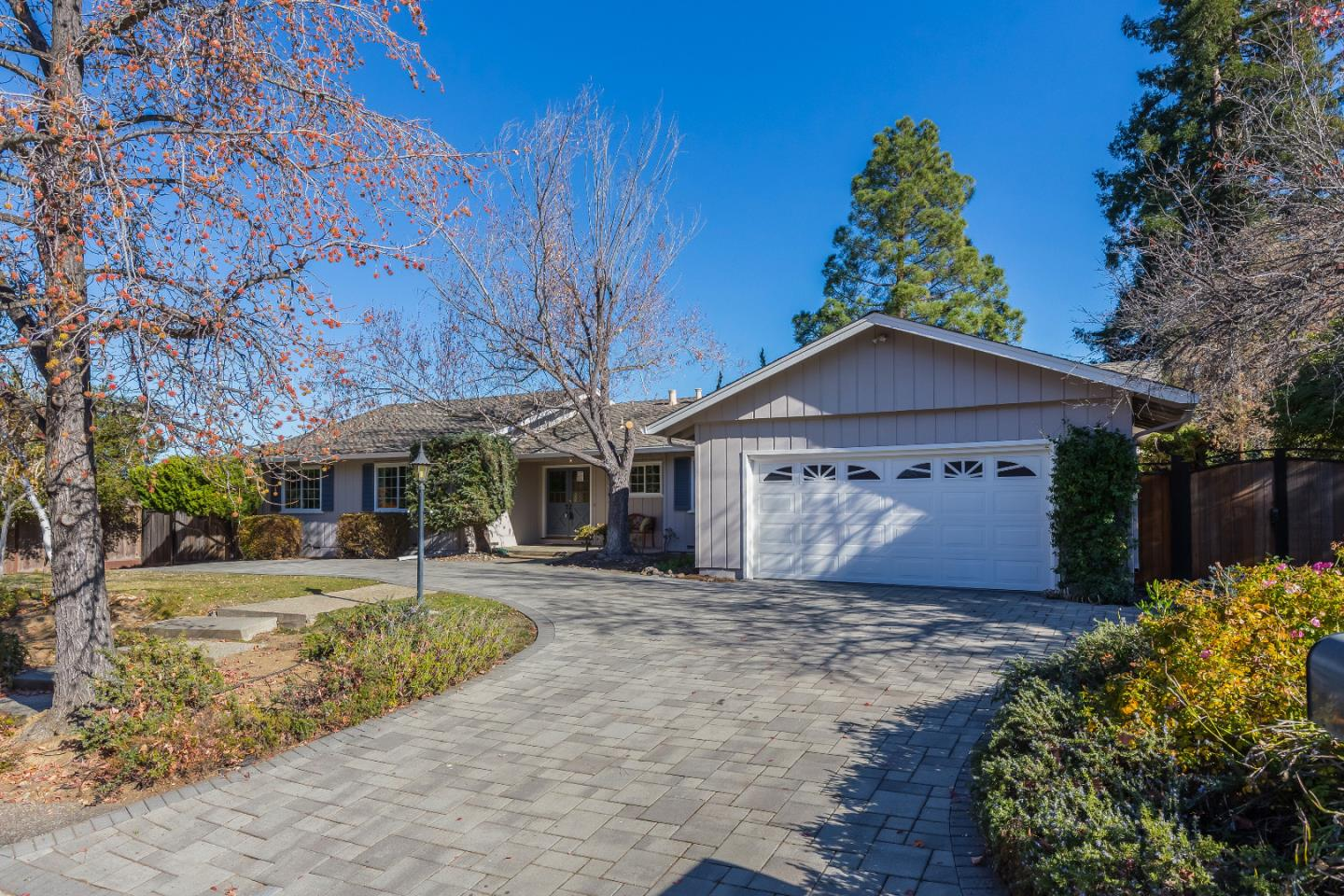 Detail Gallery Image 1 of 1 For 13662 Sarahills Dr, Saratoga,  CA 95070 - 4 Beds | 2/1 Baths