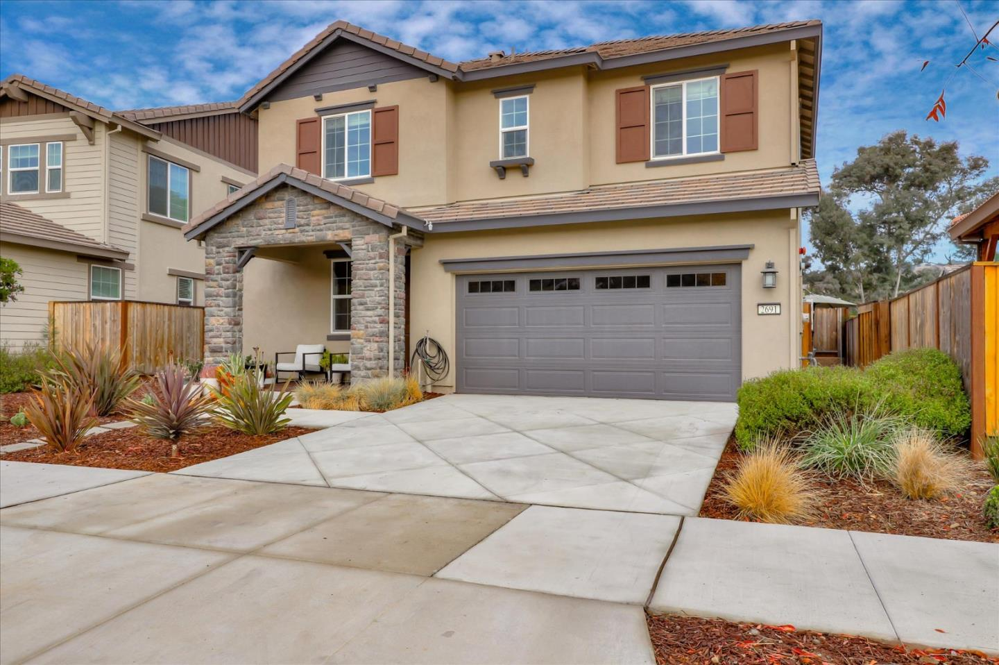 Detail Gallery Image 1 of 1 For 2691 Grassland Way, Gilroy,  CA 95020 - 3 Beds | 2/1 Baths