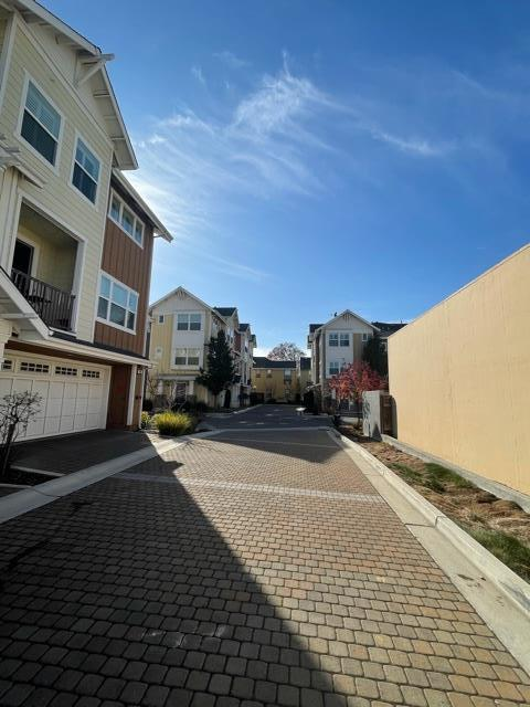 Detail Gallery Image 1 of 20 For 103 N Hummingbird Ln, San Mateo,  CA 94402 - 2 Beds | 2/1 Baths