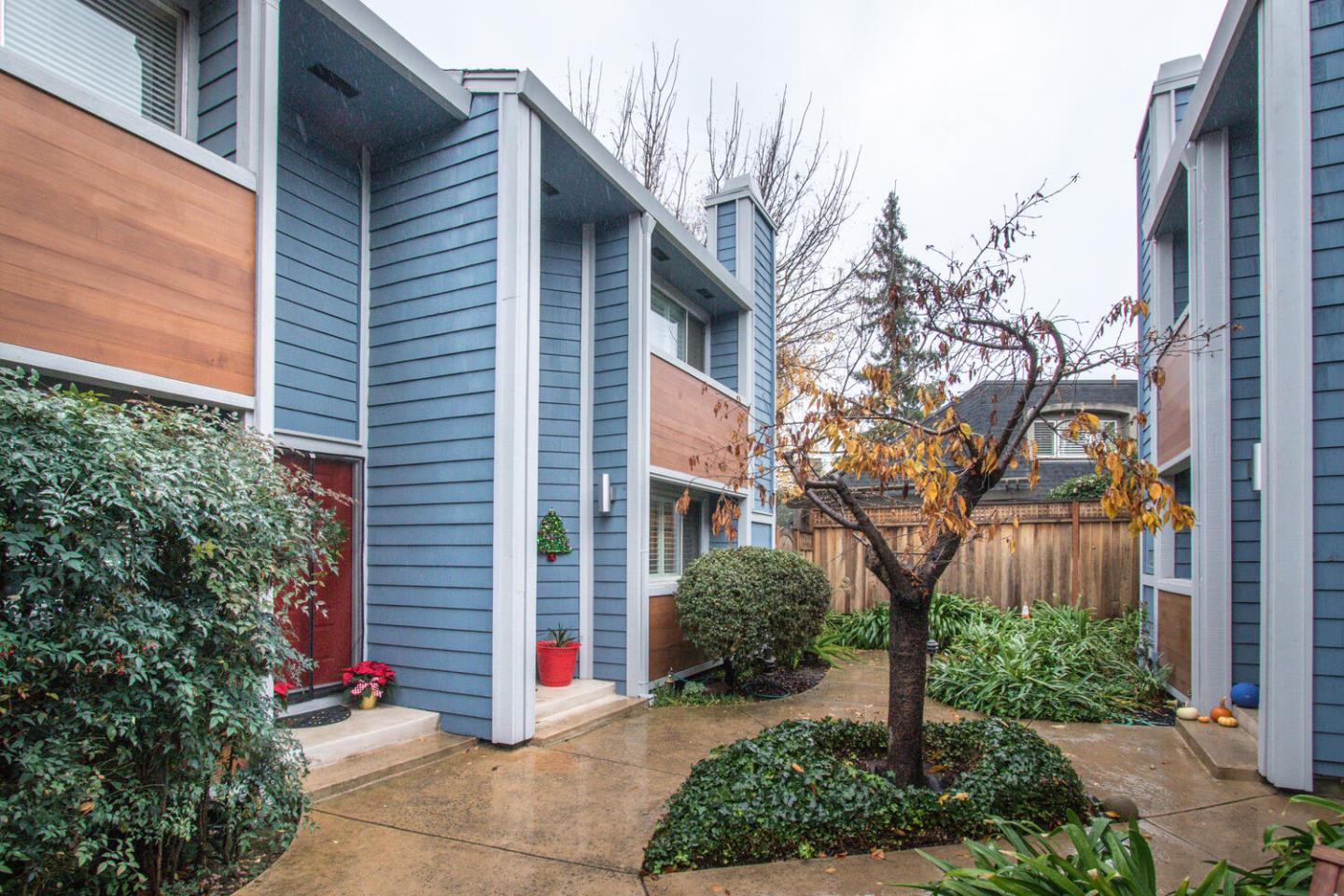 Detail Gallery Image 1 of 36 For 1169 Minnesota Ave #6,  San Jose,  CA 95125 - 3 Beds | 2/1 Baths