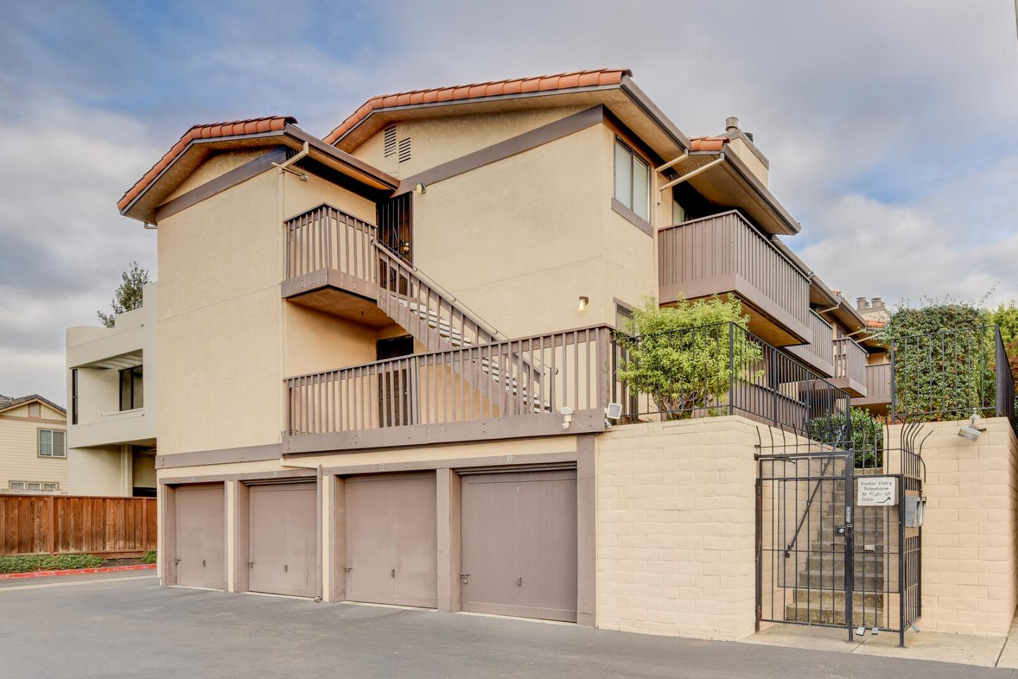 Detail Gallery Image 1 of 24 For 15059 Hesperian Blvd #35,  San Leandro,  CA 94578 - 2 Beds   1 Baths