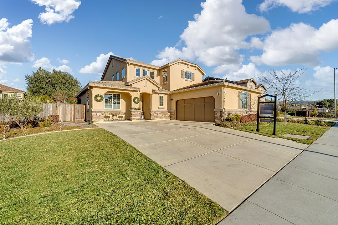 Detail Gallery Image 1 of 1 For 111 Garlic Ave, Morgan Hill,  CA 95037 - 4 Beds   2/1 Baths