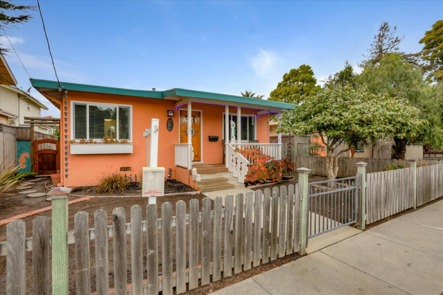 Detail Gallery Image 1 of 1 For 323 7th Ave, Santa Cruz,  CA 95062 - 2 Beds | 1 Baths