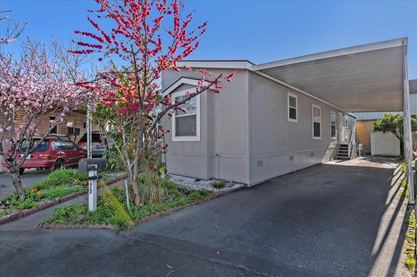 Detail Gallery Image 1 of 35 For 1350 Oakland Rd #172,  San Jose,  CA 95112 - 3 Beds | 2 Baths