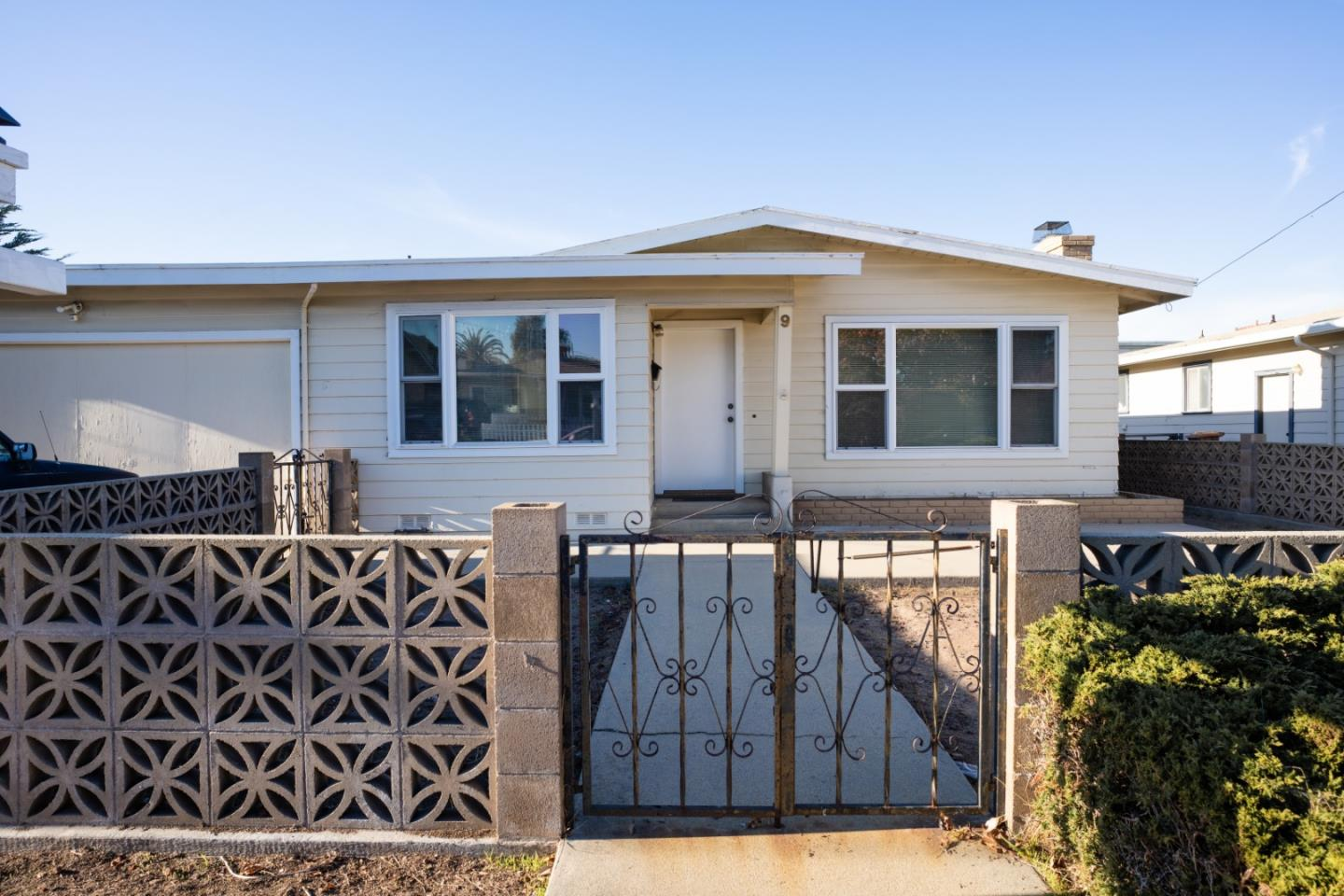 Detail Gallery Image 1 of 1 For 9 Melway Cir, Monterey,  CA 93940 - 3 Beds | 1 Baths