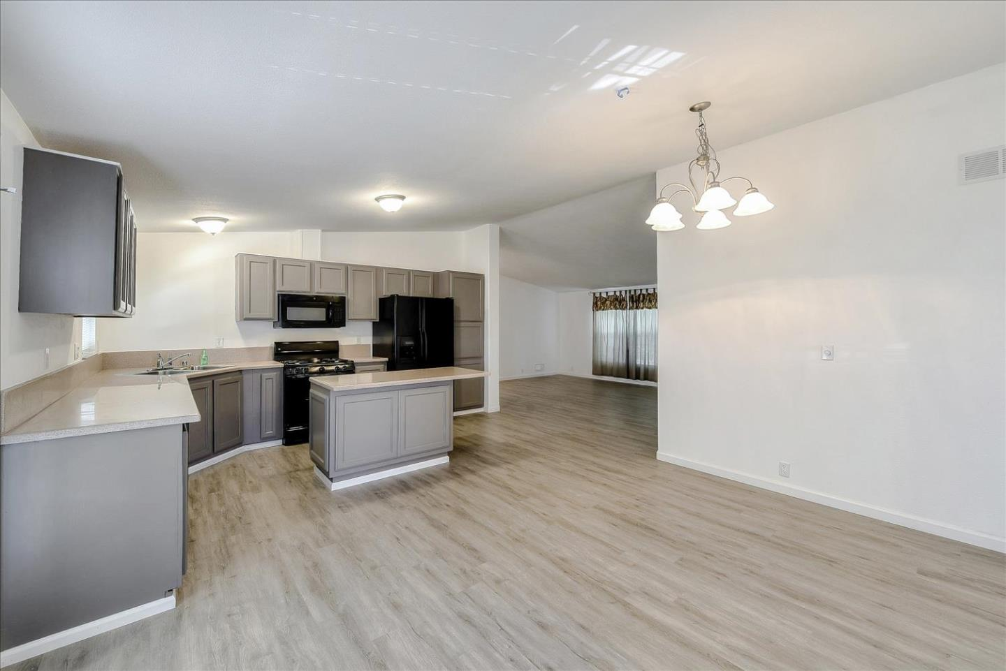 Detail Gallery Image 1 of 1 For 1085 Tasman Dr #25,  Sunnyvale,  CA 94089 - 3 Beds   2 Baths