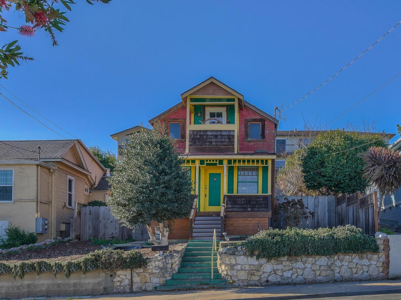 Detail Gallery Image 1 of 1 For 225 Hawthorne St, Monterey,  CA 93940 - 2 Beds   1/1 Baths