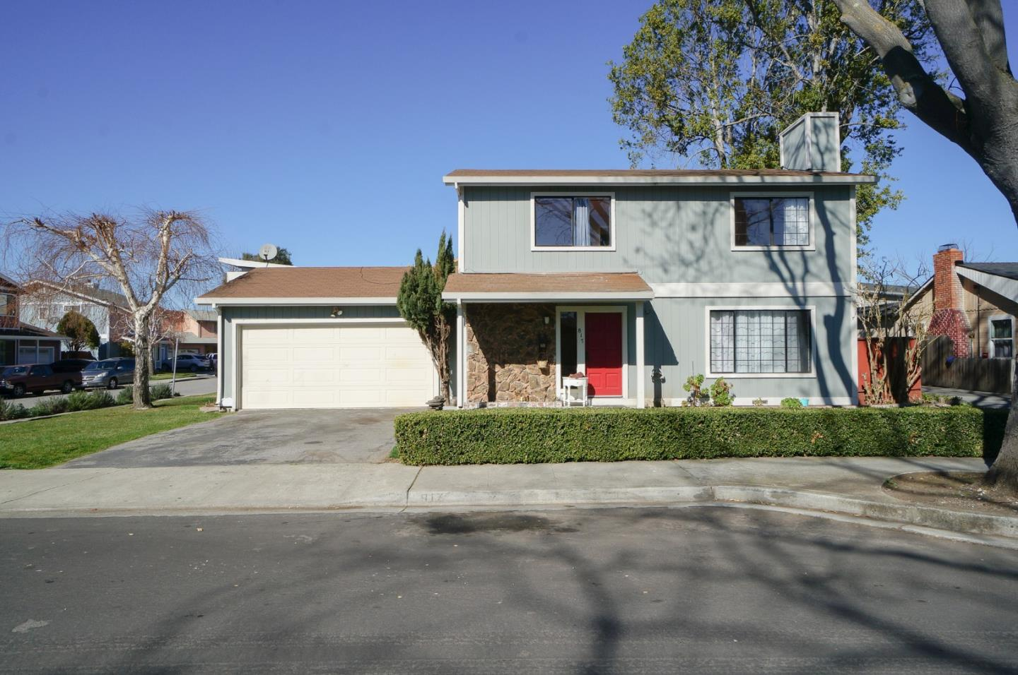 Detail Gallery Image 1 of 29 For Paul Robeson Ct, East Palo Alto,  CA 94303 - 3 Beds | 2/1 Baths