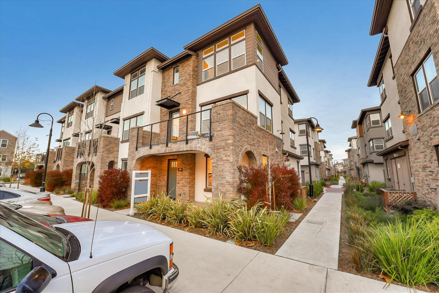 Detail Gallery Image 1 of 1 For 560 Galt Ter #1,  Sunnyvale,  CA 94085 - 4 Beds | 3/1 Baths