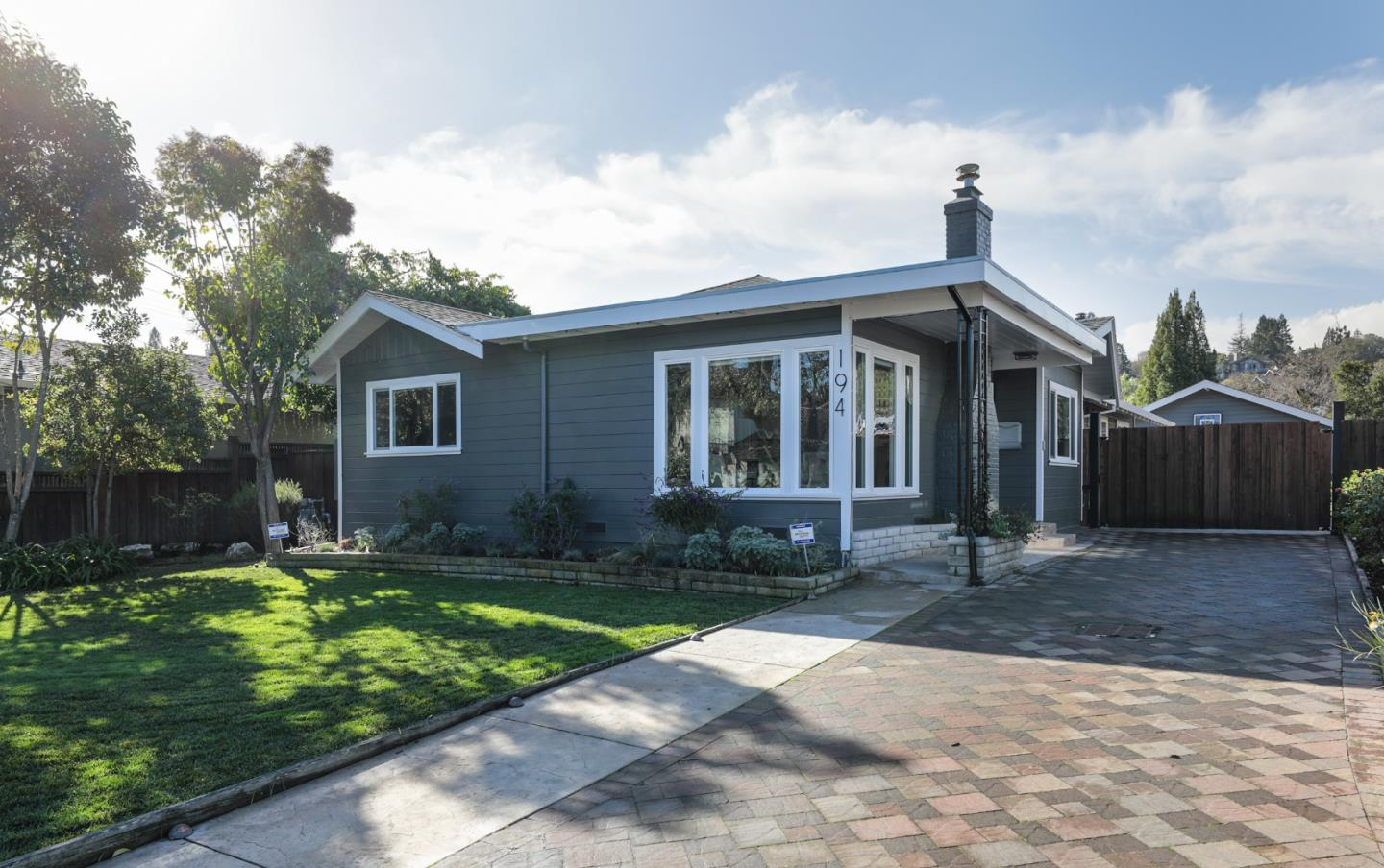 Detail Gallery Image 1 of 1 For 194 Hillview Ave, Redwood City,  CA 94062 - 4 Beds   4 Baths