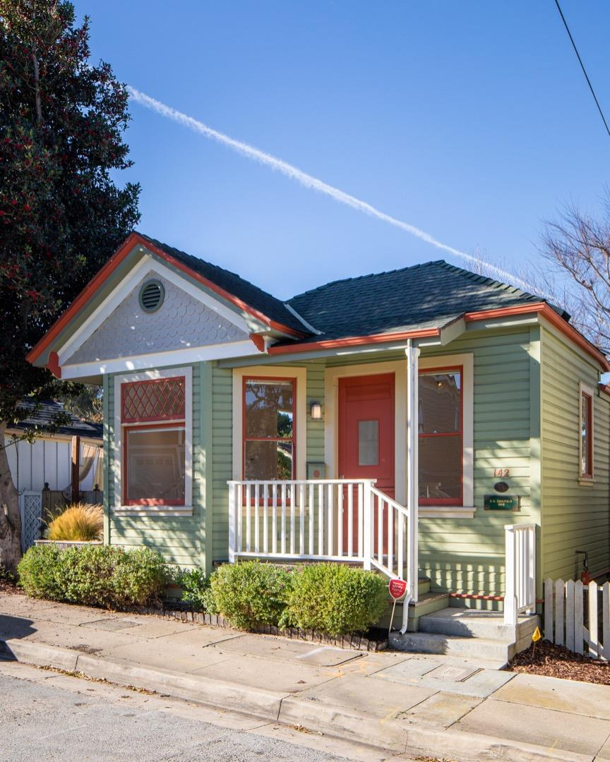 Detail Gallery Image 1 of 1 For 142 19th St, Pacific Grove,  CA 93950 - 1 Beds   1 Baths