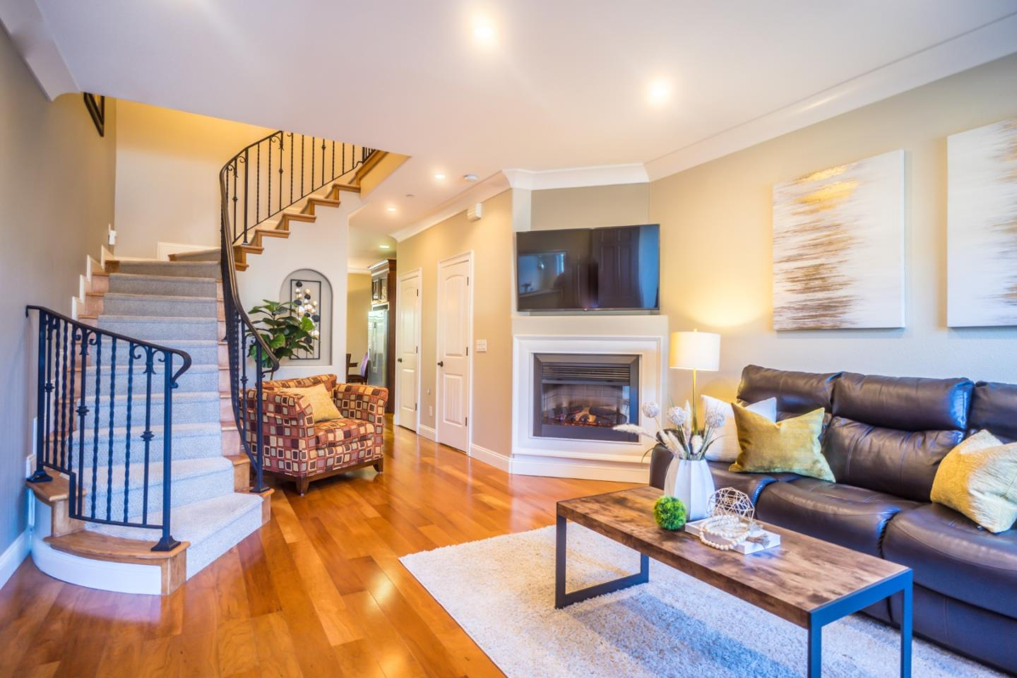 Detail Gallery Image 1 of 1 For 633 Crystal Ct, San Jose,  CA 95126 - 3 Beds   2/1 Baths