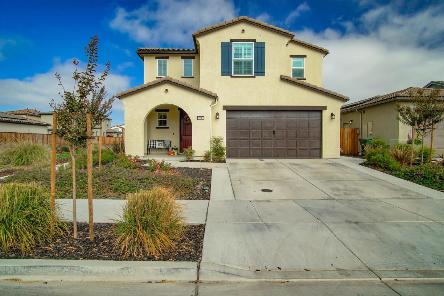 Detail Gallery Image 1 of 1 For 700 Granada Way, Hollister,  CA 95023 - 3 Beds | 2/1 Baths