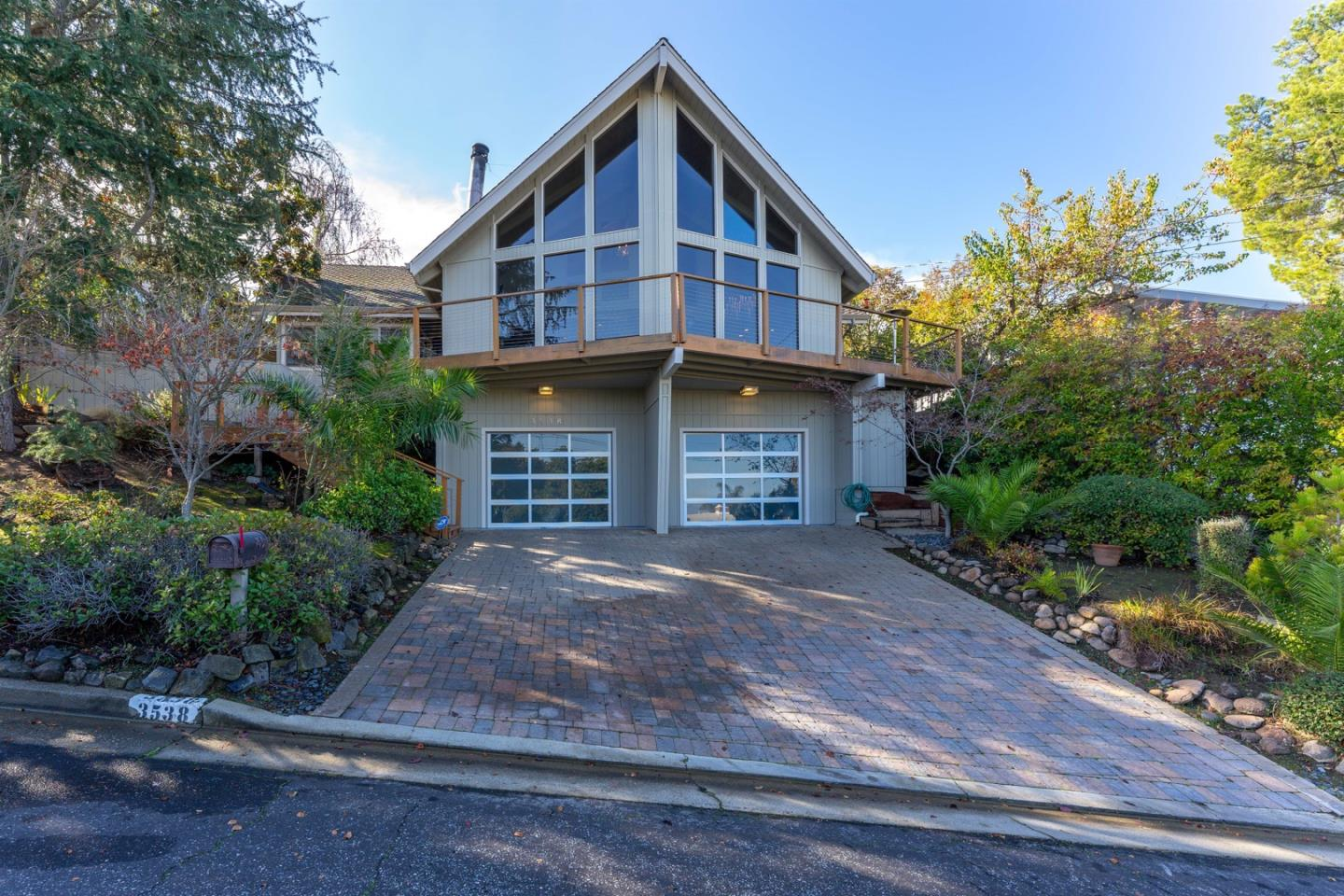 Detail Gallery Image 1 of 1 For 3538 Altamont Way, Redwood City,  CA 94062 - 3 Beds | 2 Baths