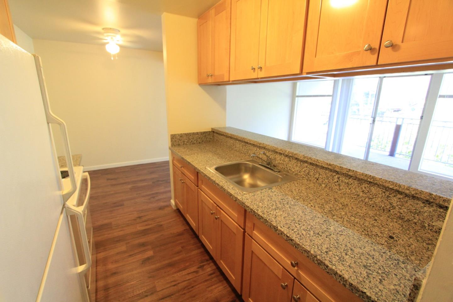 Detail Gallery Image 1 of 1 For 2157 Carlmont Dr #10,  Belmont,  CA 94002 - 1 Beds   1 Baths