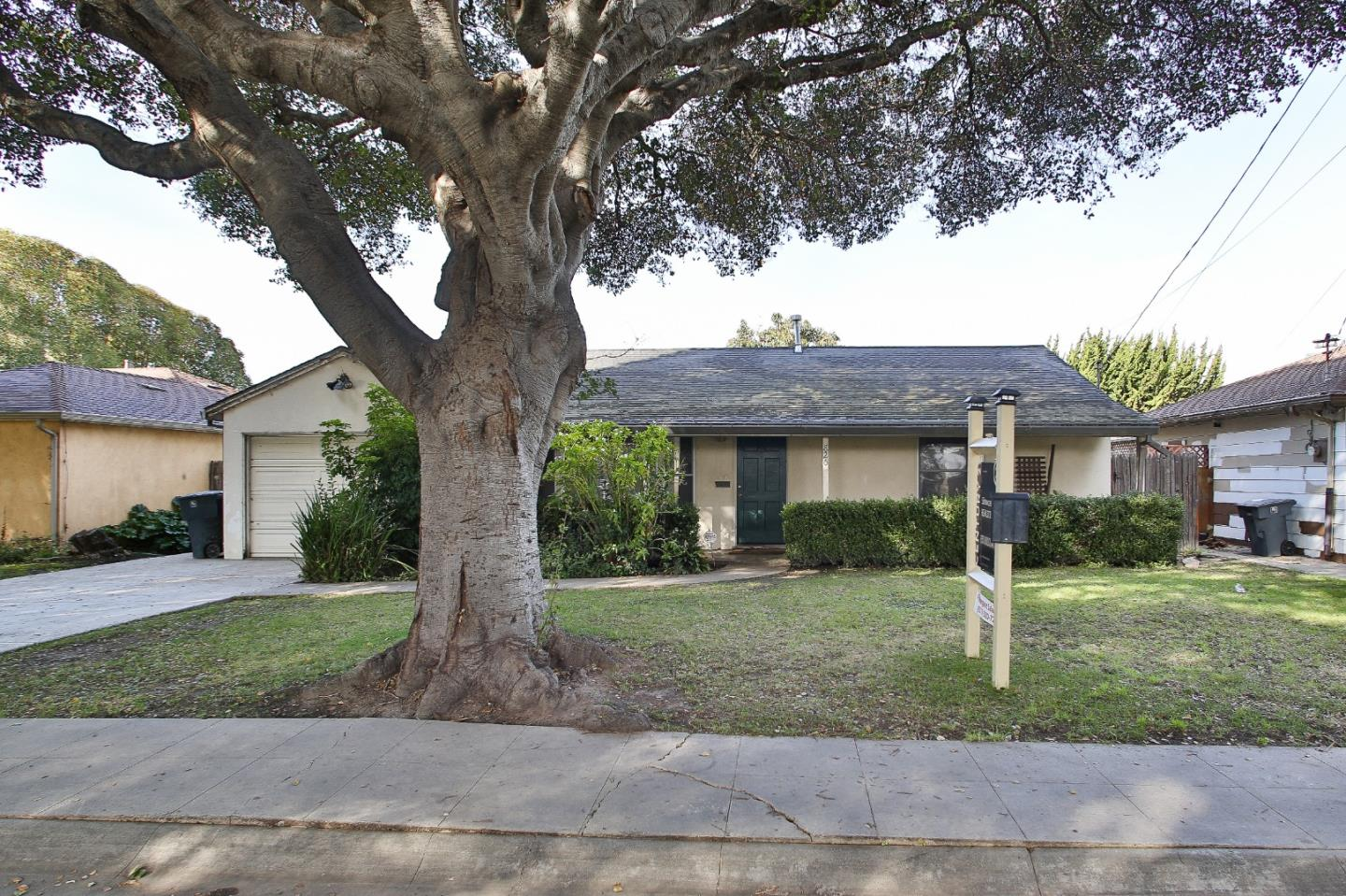 Detail Gallery Image 1 of 21 For 820 Bautista Dr, Salinas,  CA 93901 - 3 Beds | 2 Baths